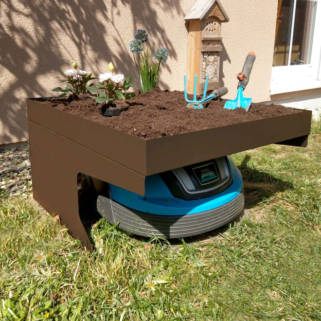 Mähroboter-Garage mit Pflanzkasten HWC-G60 Anwendungsbeispiel mit Bepflanzung